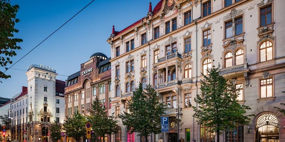 Keskustan arvokohteet ja niiden tarinat brändäävät myös niissä toimivat yritykset. Vuonna 1898 valmistunut uusbarokkinen Fennia-talo toimi aikanaan Helsingin seuraelämän keskuksena. Nyt arvotalo toimii liike- ja toimistokiinteistönä.